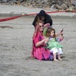 Penny Lingenfelter flies her kite with kids