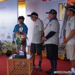013 - Chief Judge, Seiji Kato with Team SSKC about to receive the magnificent trophy as 1st Asia Pacific Sportkite Team Champions