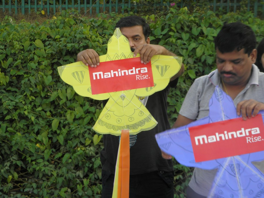 Kite Club India - Mahindra Company Kite Workshop At Goa
